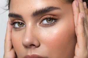 5 Oils for Naturally Better Lashes and Brows